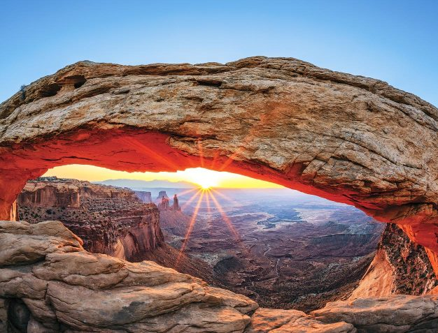 Arch at-canyonlands-national-park-on-utah-big-5-vacation-utah-national-parks-tour