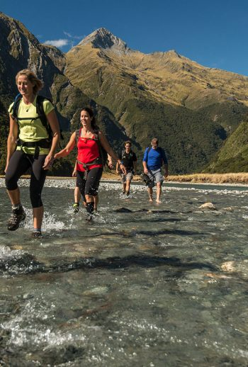 Group-hiking-trip-new-zealand-1252x954